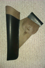 Side quiver (Olympia I) with small bag - high quality very thick leather - both left and right side - the bag can be placed to the other side as well.