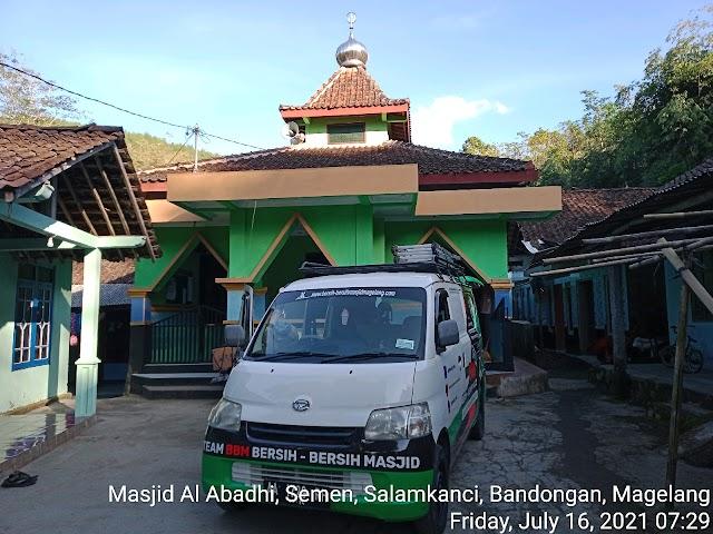 Kegiatan bersih masjid di masjid Al Abadhi, Ds Semen, Salamkanci, Bandongan, Magelang