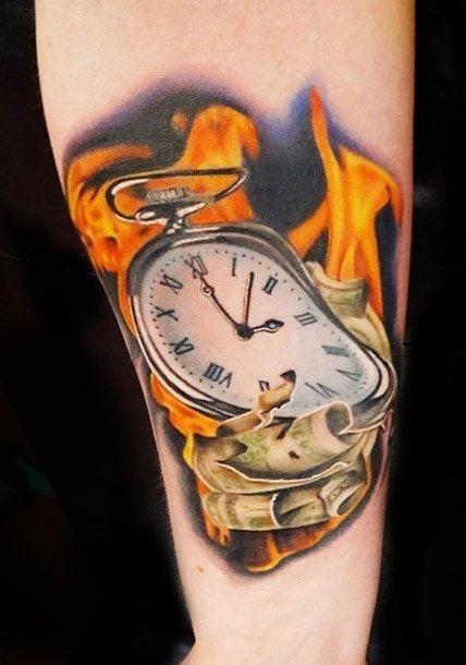 a_queima_de_um_relgio_de_bolso_do_antebraço_tatuagem