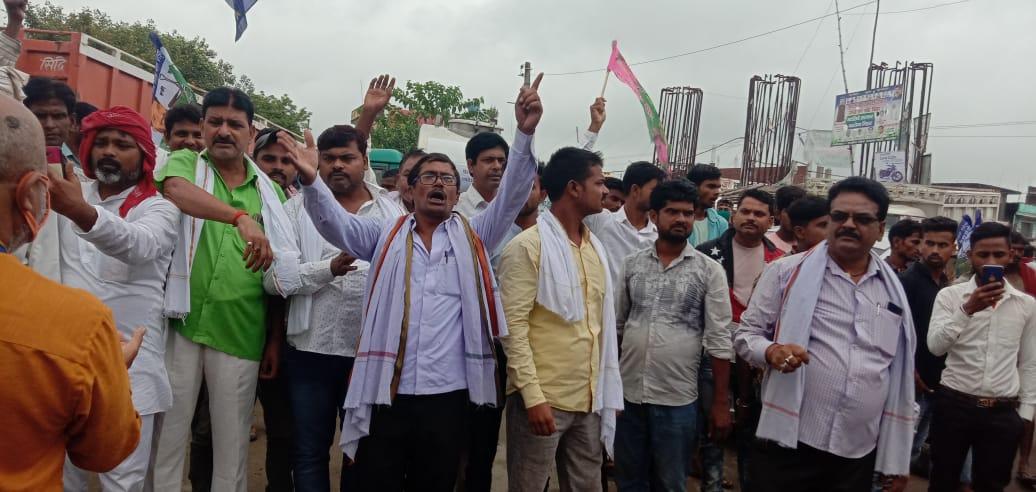 जगदीशपुर में कृषि बिल के विरोध में किसान संगठन व विपक्षी दालों का प्रदर्शन, एनएच थर्टी पथ नया टोला मोड़ के समीप किया चक्का जाम
