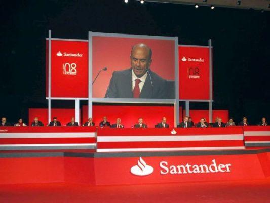 Banco santander prev cerrar 100 oficinas en espa a y for Oficinas banco santander murcia