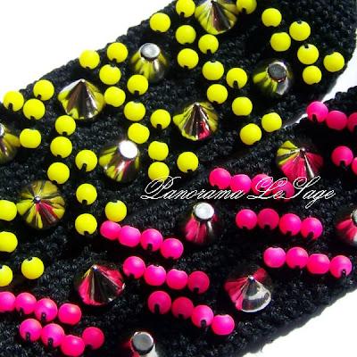 Bransolety z ćwiekami kolce dżety Szydełkowe bransolety biżuteria artystyczna Panorama LeSage kolce z kolcami z ćwiekami ćwieki złoto złote ćwieki srebrne ćwieki czarne ćwieki neony kolory mocne Neonowe