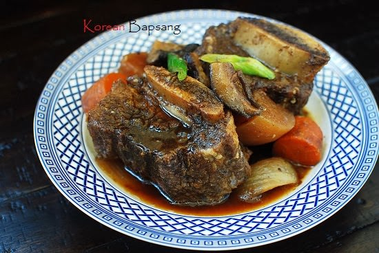 Slow Cooker Galbijjim (Korean Braised Short Ribs) Recept | Yummly