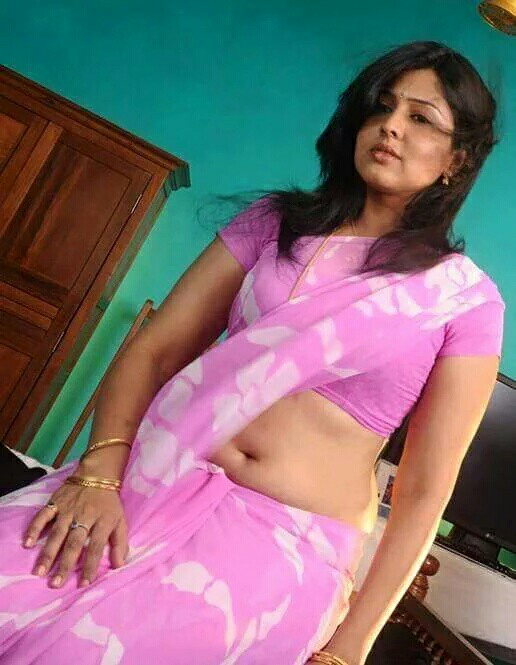 Drop aunty saree hot