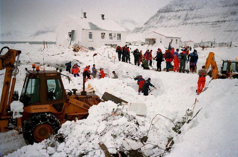 flateyri-avalanche-wall-1