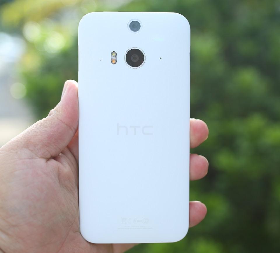 Mặt sau HTC Butterfly 2