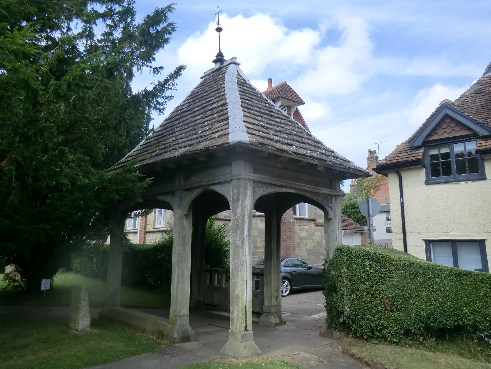 CIMG3444 Lychgate, Cuckfield churchyard