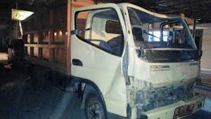 Pemotor tewas, truk sampah dirusak massa
