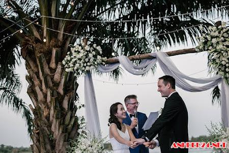 Đám cưới trắng từ đầu đến chân của cô dâu Việt và giám đốc người Mỹ