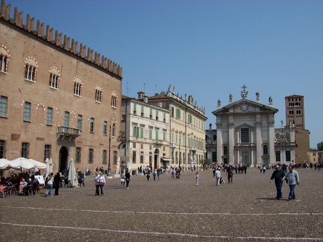 Gc3hm26 piazza sordello traditional cache in lombardia for Piazza sordello