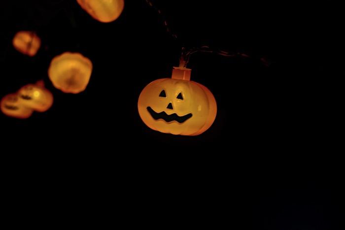 jack-o-lantern pumpkin string lights