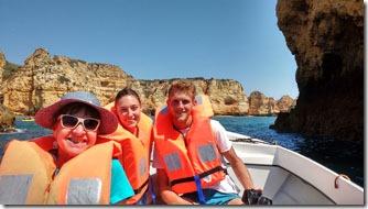 O-amigo Lorenzo-e-sua-namorada-conosco-no-barco