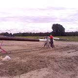 Etienne en Marcel maken de mast weer mooi