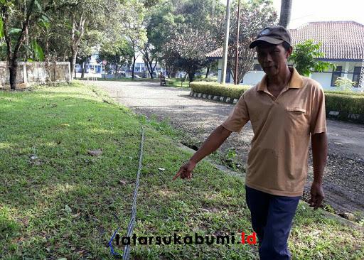 Seolah Dibiarkan Kabel Tergeletak Melintang di Kawasan Kantor Dishub Sukabumi