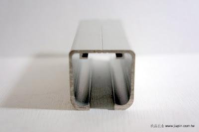 裝潢五金品名:YL-DS05-回歸吊軌規格:寬33m/m*高33m/m載重:50KG顏色:鋁色要搭配自動回歸滑輪玖品五金
