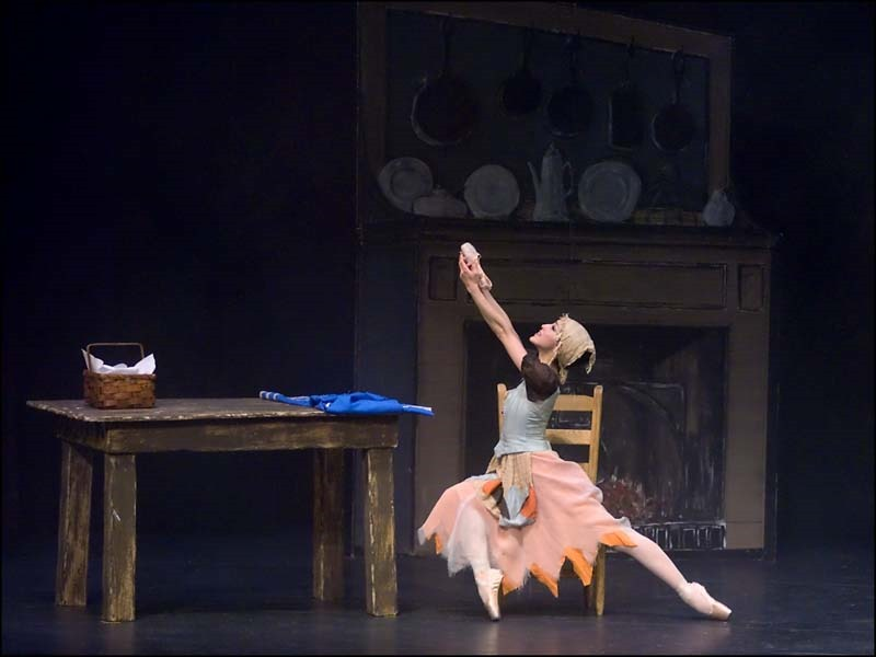 [Cinderella+in+Chair_SM%5B6%5D]