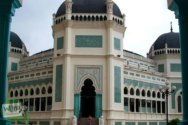 Penampakan Masjid Raya Al-Mahsun di Medan yang sedang direnovasi