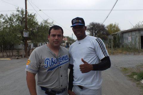 Sergio Guajardo y Roenis Elías de Tiburones en la Liga de Beisbol de Salinas Victoria