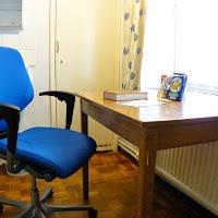 Room 03-desk