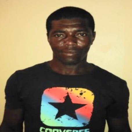 Jimaní: Policía apresa hombre que agredió con un palo a su esposa embarazada