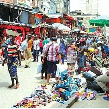 Angry Youths Throws Traders Garri Away Over Price Hike