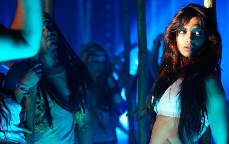 CINE ENTERTAINMENT: Deepika Padukone Latest Spicy Stills