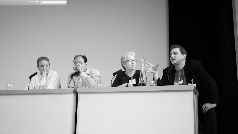 Thumbnail for Science Online London 2011: Day 1 Panel: Linking with the Lirerature- the Arsenic Story