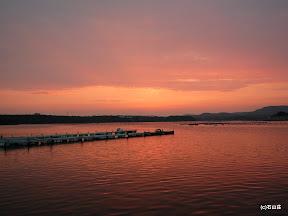 2009/8/30の夕闇です。べた凪の海がピンクに染まります