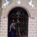 COLOCANDO-LA-VERJA.jpg