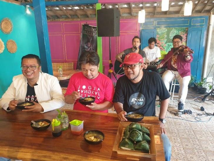 Pandemi, Ini Dia Kolaborasi Unik Alumni De Britto Lewat Soto