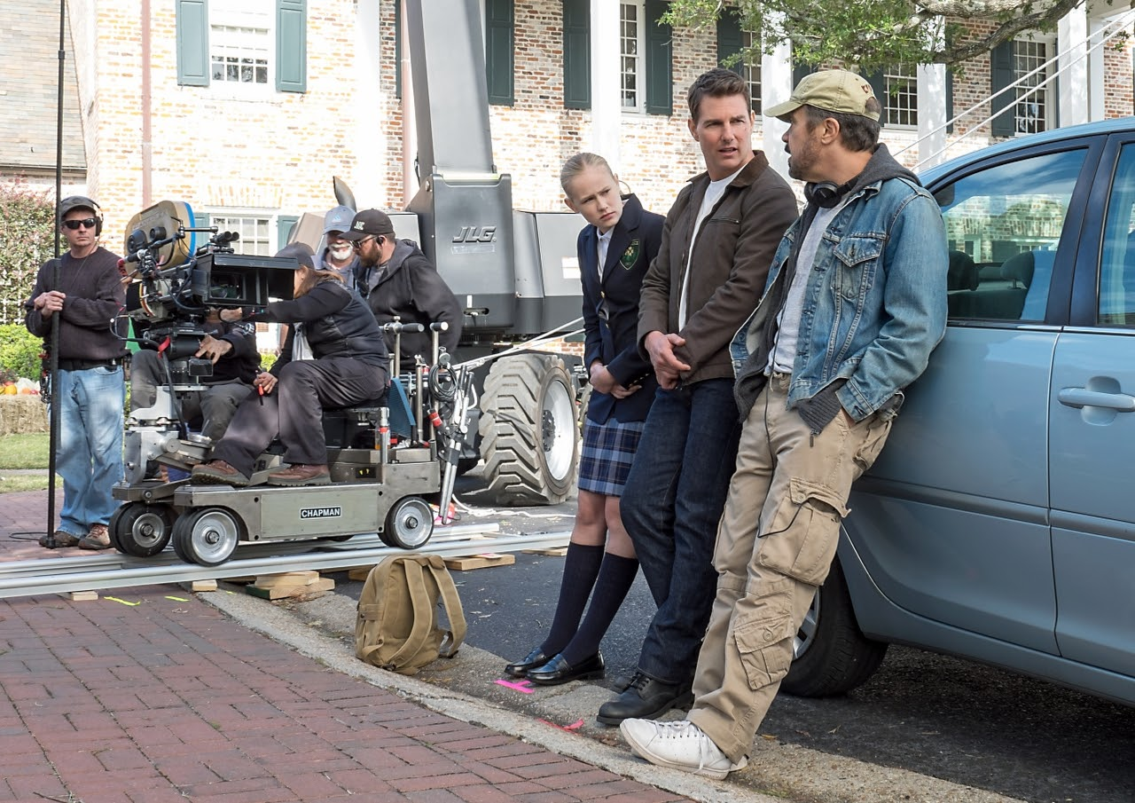 Left to right: Danika Yarosh, Tom Cruise and Director Edward Zwick on the set of JACK REACHER: NEVER GO BACK from Paramount Pictures and Skydance Productions.