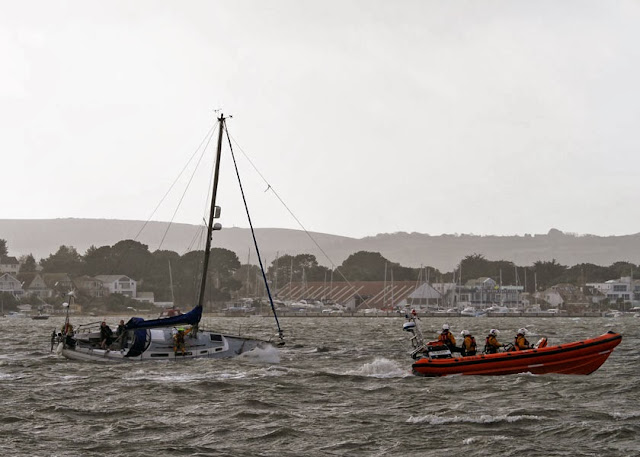 The mast halyard is now secured to the ILB to help lean the yacht over whilst the ALB (out of shot) attempts to tow it off - 27 October 2013.  Photo credit: Mike Millard