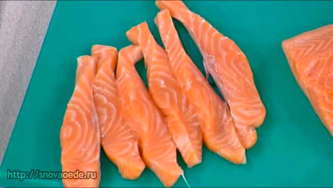 порезать лосось