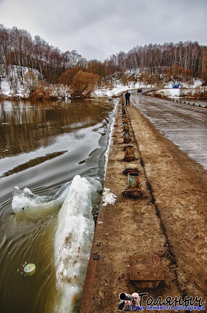 Вот такие льдины несет Ока к Чекалинскому мосту