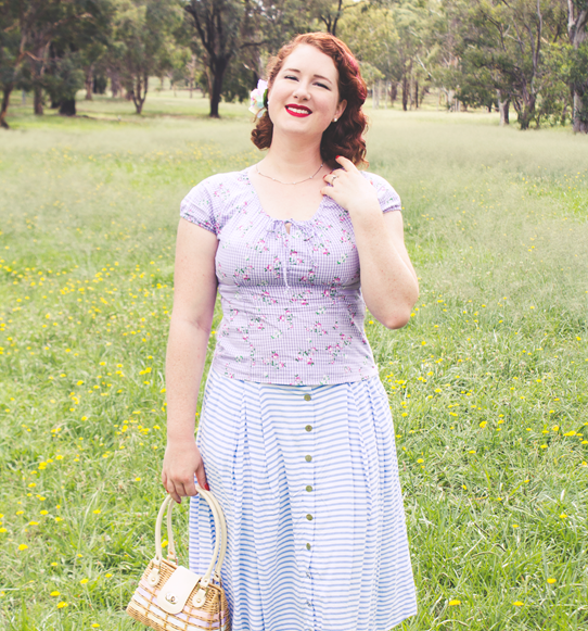 Vivien of Holloway Rio Top for easy vintage mama style | Lavender & Twill