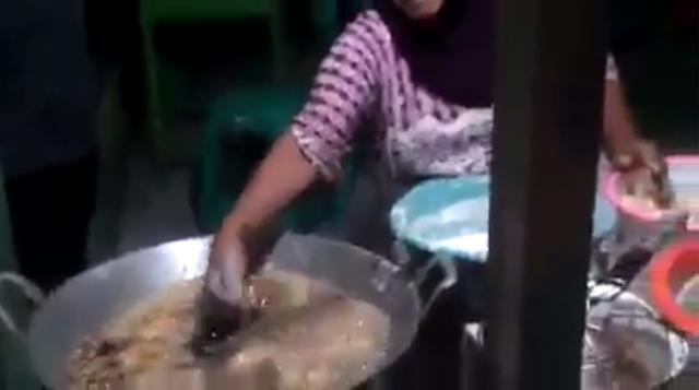 Ilmu kebal panas menggoreng tangan dalam minyak panas