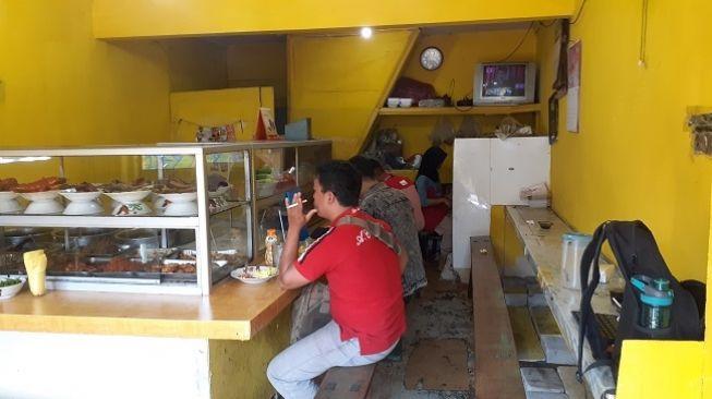 Jerit Pemilik Warteg ke Jokowi: Ngawur Ini Kebijakan Pusat