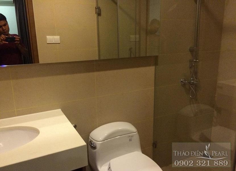 khu vực wc trong căn hộ 2 phòng ngủ cho thuê Thảo Điền Pearl