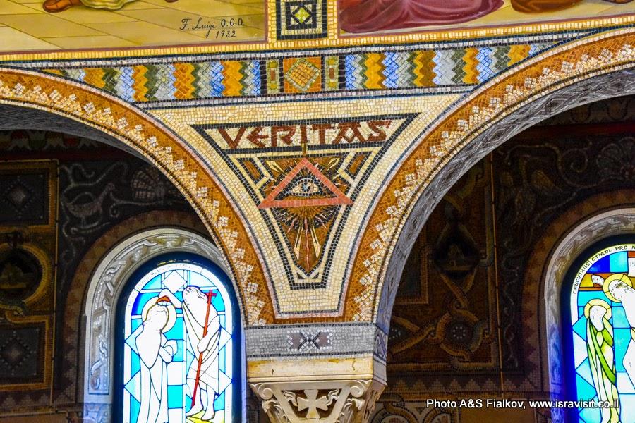 Мозаика - фрески в церкви св. первомученика Стефана в монастыре Бейт Джамаль. Израиль.