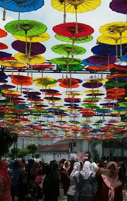 Payung hias untuk karnaval festival