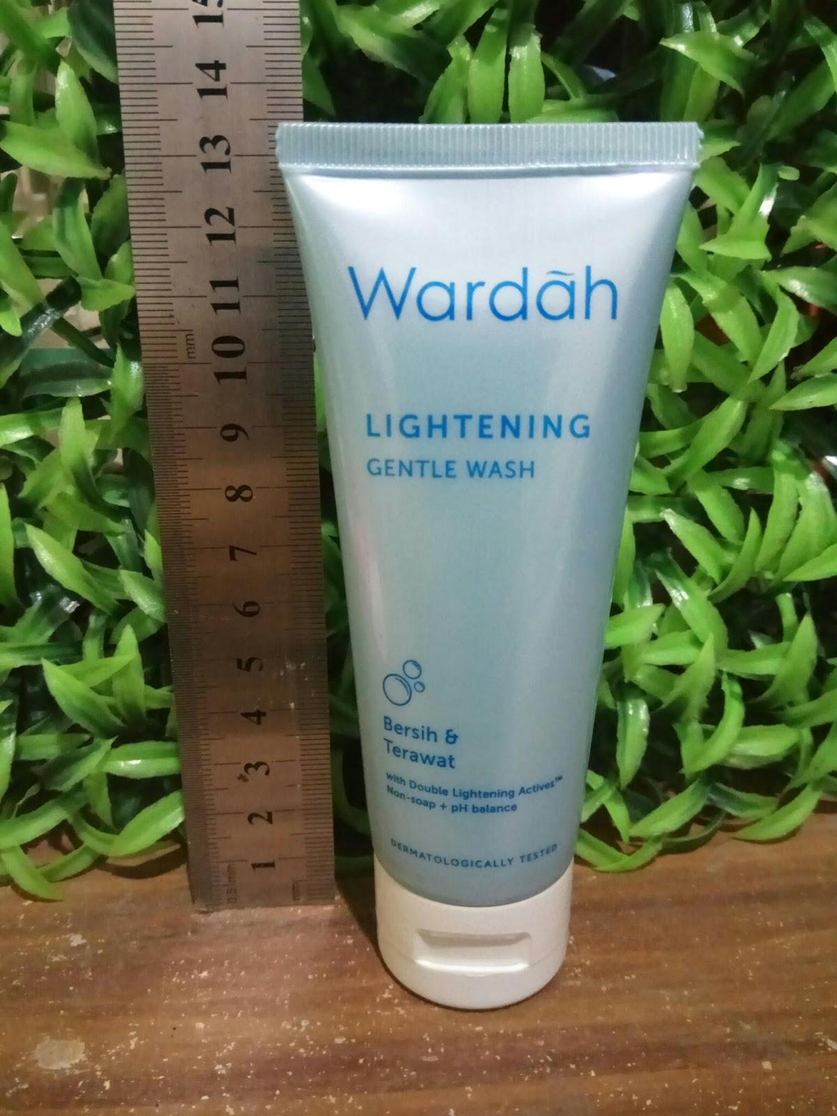 ... dan produk ini cocok untuk semua jenis kulit, termasuk aku yang normal to Dry ... Untuk kali ini review Wardah Lightening Gentle Wash... Let's started!