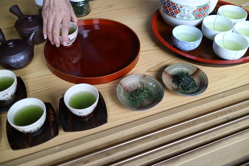 深蒸し茶と煎茶の飲み比べ