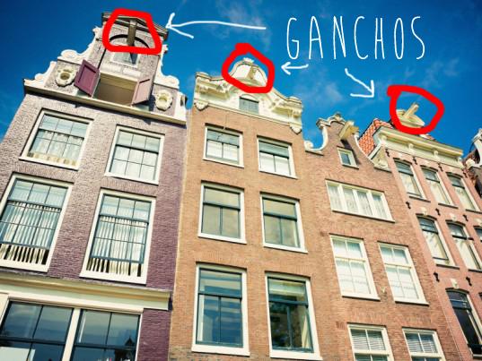 Fachada con ganchos en Amsterdam