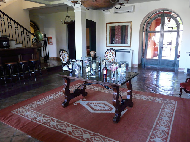 A bunch of very nice common rooms around the hotel