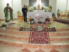 Photo: Rou2C42-151008Tulcea, célébration, chœur, Patrick, le vicaire, les icônes à bénir IMG_9785