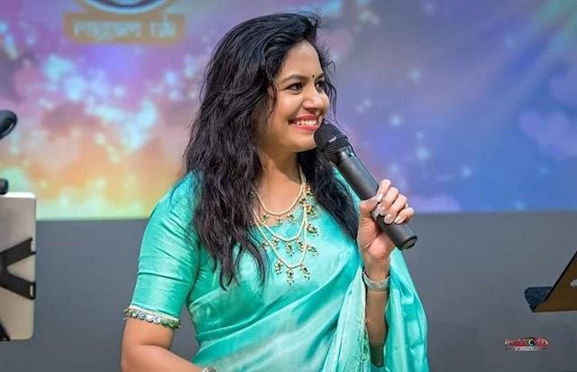 Singer Sunitha latest in blue silk saree