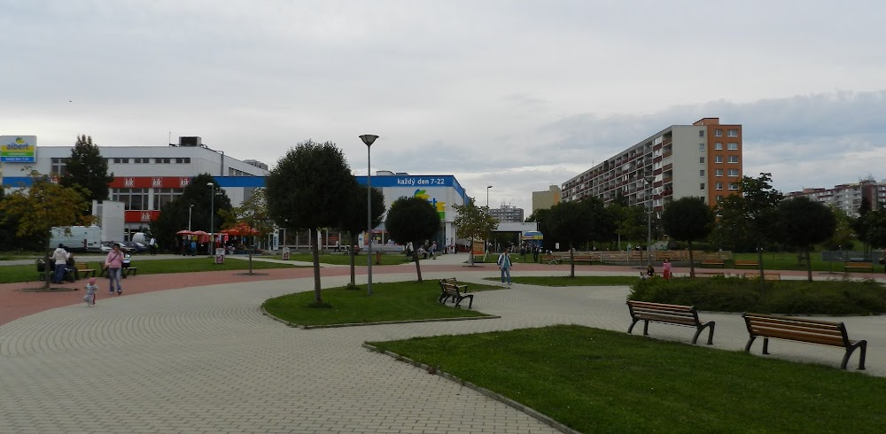 parks and businesses near the apartment, and easy access to the public transport system, although it took like 30 minutes to get to the city center