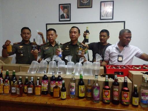 Satpol PP Amankan Ratusan Miras Dari Sejumlah Daerah di Kabupaten Karawang