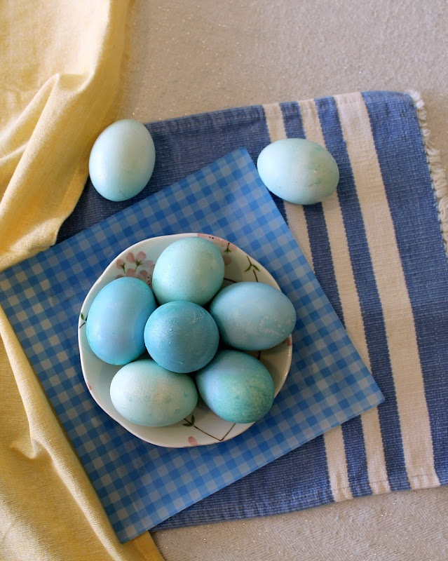 Red Cabbage Dyed Easter Eggs - carolynshomework (10)
