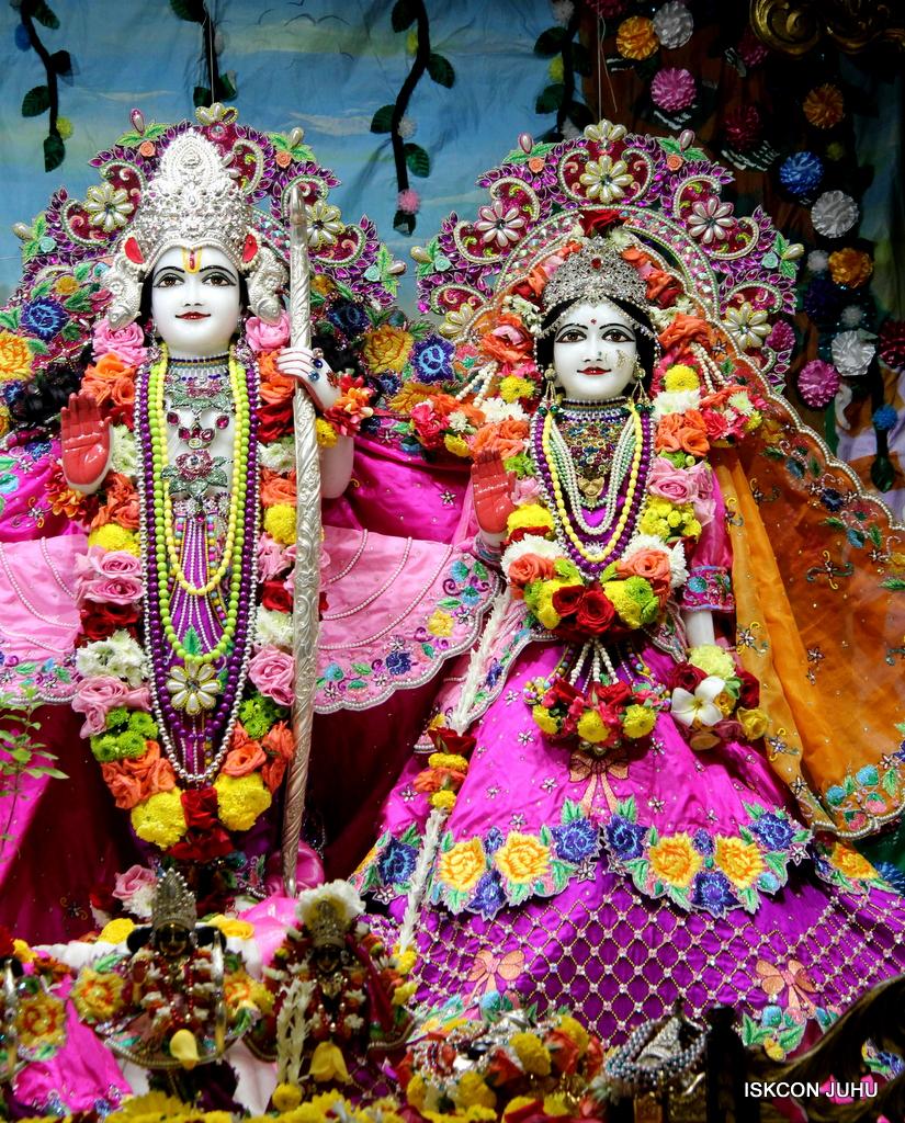 ISKCON Juhu Sringar Deity Darshan on 29th Sep 2016 (26)